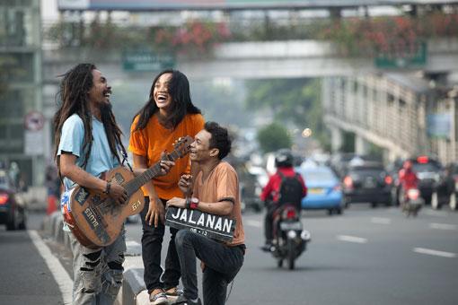 De drie hoofdpersonages van de Indonesische muziekfilm Jalanan