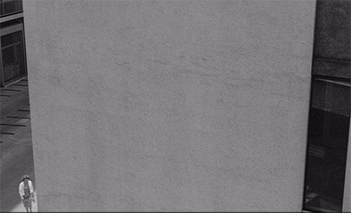 Lidia (Jeanne Moreau) voelt zich nietig in La notte (1961).