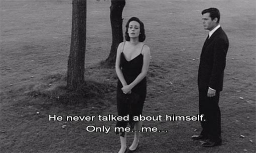Lidia (Jeanne Moreau) en Giovanni (Marcello Mastroianni) proberen nader tot elkaar te komen.