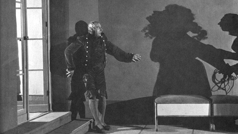 Schaduwen die een eigen leven leiden in Schatten- Eine nächliche Halluzination (1923)