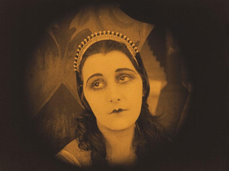 Das Cabinet des Dr.Caligari: 'Jane in de inrichting, een patiënte die zich inbeeldt een koningin te zijn.